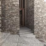 L' entrée de Lou Portoun. Ostana. Sant'Antonio. Isabella Sassi Farìas