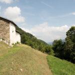 La chapelle et le paysage en pente. Sampeyre. Foresto.+1200 m altitude. Davide Curatola Soprana