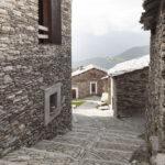 Les parcours en pierre dans l'hameau Sant'Antonio. Ostana. Sant'Antonio. Isabella Sassi Farìas