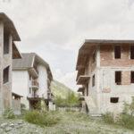 Immeubles residentiels jamais terminés. Argentera. Villaggio Primavera. Alessandro Guida
