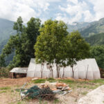 Une architecture qui est un refuge pour les chèvres. Castelmagno. Campofei. Davide Curatola Soprana