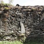 Mur en pierre avec des élements particuliers. Sampeyre. Foresto. +1200 m altitude. Isabella Sassi Farìas