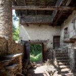 La cour: l'espace collectif dans une habitation rurale. Sampeyre. Borgata Barmalolmo + 1300 mslm. Davide Curatola Soprana