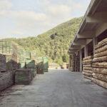 Une scierie industrielle.  Brossasco. + 1600 m altitude. Alessandro Guida