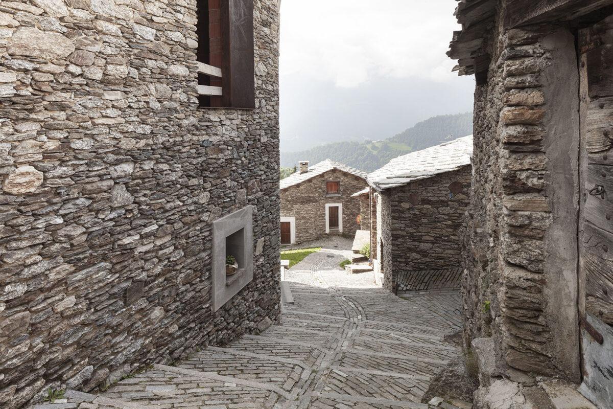 I percorsi in pietra nella Borgata Sant'Antonio- Ostana- Sant'Antonio- Isabella Sassi Farìas